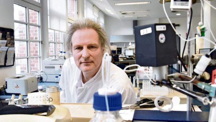 Olfert Landt, Geschäftsführer von TIB Milbiol in Berlin-Tempelhof, entwickelt und produziert mit seiner Firma Modular K