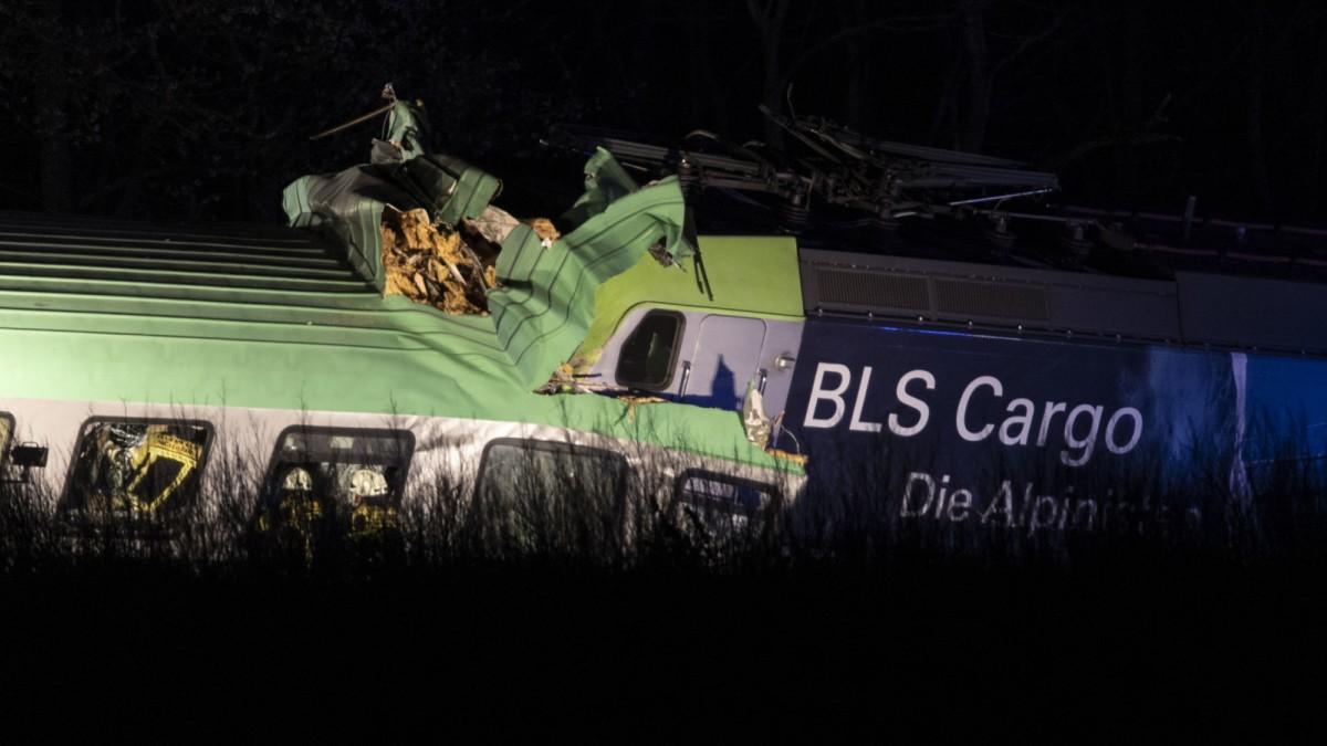 Rheintalstrecke: Lokführer stirbt bei Güterzugunfall