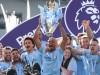 Vincent Kompany of Manchester City lifts the Premier League trophy during the Premier League match a; Vincent Kompany Manchester City Trophäe Premier League