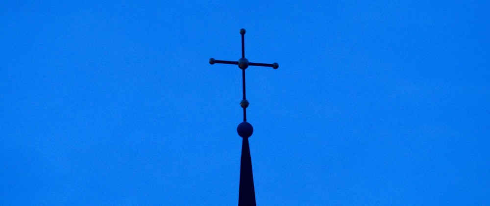 Kreuz auf Kirchturm