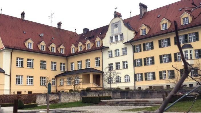 """Das Piusheim wurde im Oktober 1905 vom katholischen """"Verein zur Betreuung der verwahrlosten und bestimmungslosen Jugend"""" gegründet."""