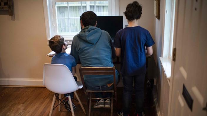 Homeschooling: Familien beim Lernen zuhause