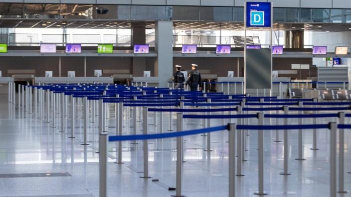 Frankfurt am Main, Flughafen Terminal 2, 04.04.2020, Terminal 2 Frankfurt Airport Flughafen, leere Schalterhallen im Ter