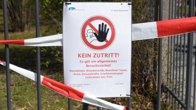 Münchner Schausteller geben Orgelkonzert vor Pflegeheim während Corona-Krise in München, 2020