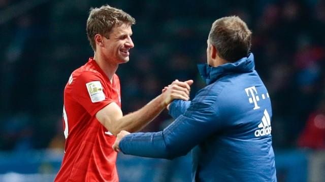 19.01.2020, xtgx, Fussball 1.Bundesliga, Hertha BSC Berlin - FC Bayern Muenchen emspor, v.l. Thomas Mueller (Bayern Mue; Hansi Flick Thomas Müller