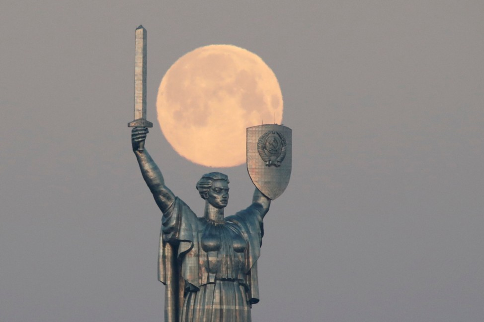 The Pink Supermoon is seen in Kiev