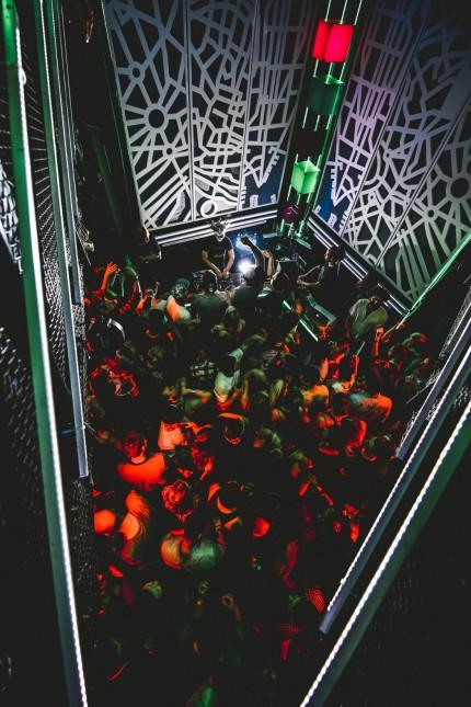 Club-Streams: Wer die schwitzige Enge auf dem Dancefloor und die Nähe zu anderen Nachtschwärmern wie hier im Münchner Harry Klein sucht, muss sich noch gedulden. Tanzen geht zur Not aber auch allein daheim per Stream.