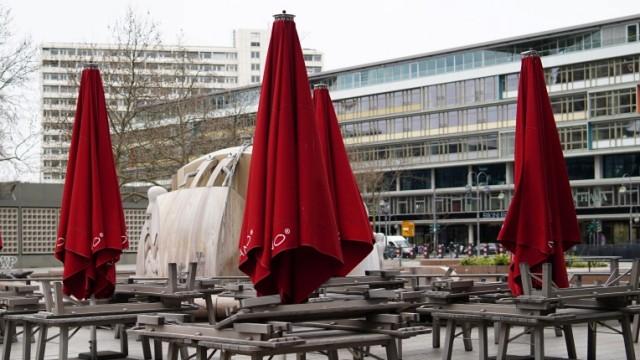 30.03.2020,Berlin,Deutschland,GER,die Stadt in Zeiten der Corona Pandemie. Breitscheidplatz Europa Center.Vapiano Aussen