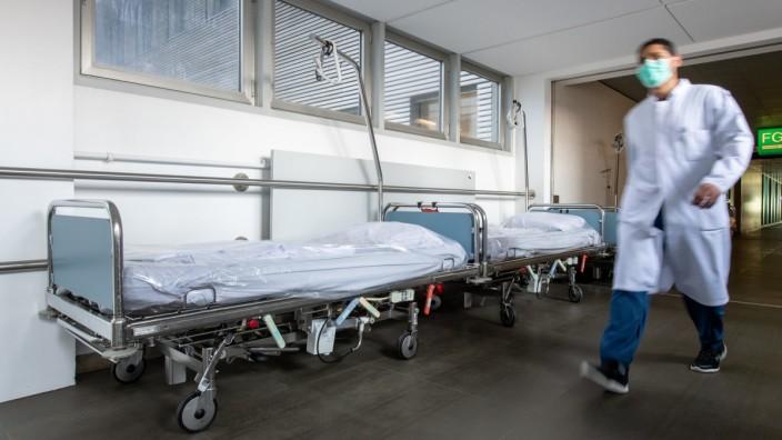 Monatsbilanz intensivmedizinischer Covid-19-Patienten