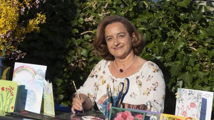 Baierbrunn, die Hospizhelferin Elisabeth Sexl fertigt mit ihren Kolleginnen Karten für die Patienten,