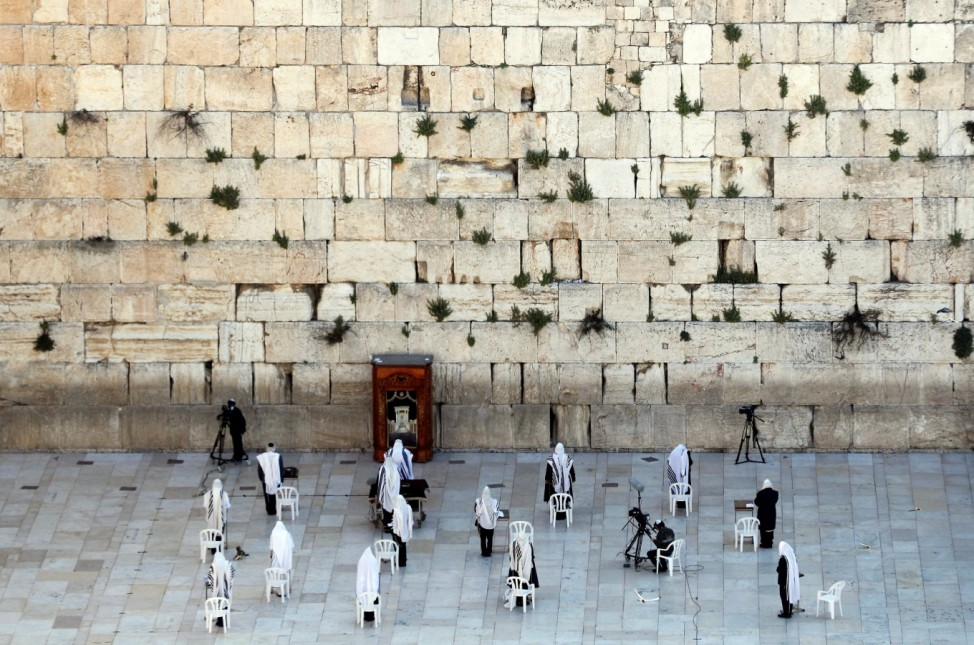 Jewish worshippers pray at Western Wall on Passover amid COVID-19 outbreak in Jerusalem's Old City