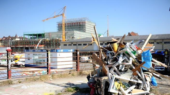 Das sich im Bau befindende neue Volkstheater, aufgenommen vom Schlachthofgelände aus.