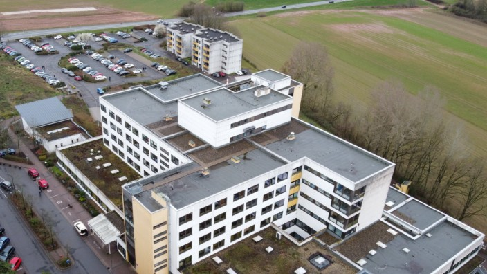 Das Krankenhaus in Lebach wird geschlossen werden. Hier ein Blick auf das Klinikgebäude am Donnerstag (12.3.2020). *** T