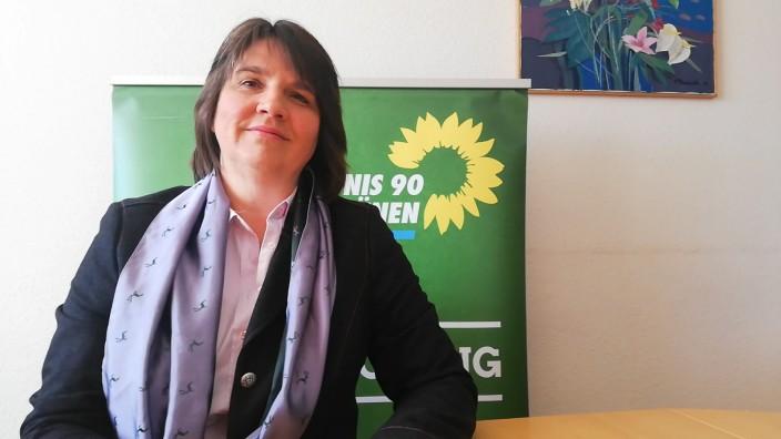 Landtagsabgeordnete der Grünen, Claudia Köhler, im Homeoffice in Unterhaching