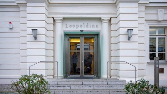 Haupteingang der Leopoldina in Halle Feier zur Amtsübergabe der Präsidentschaft und Übergabe der Amtskette durch Leopol