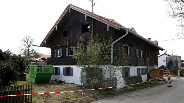 Dachstuhlbrand denkmalgeschütztes Haus Zum Schuster Degerndorf Münsing