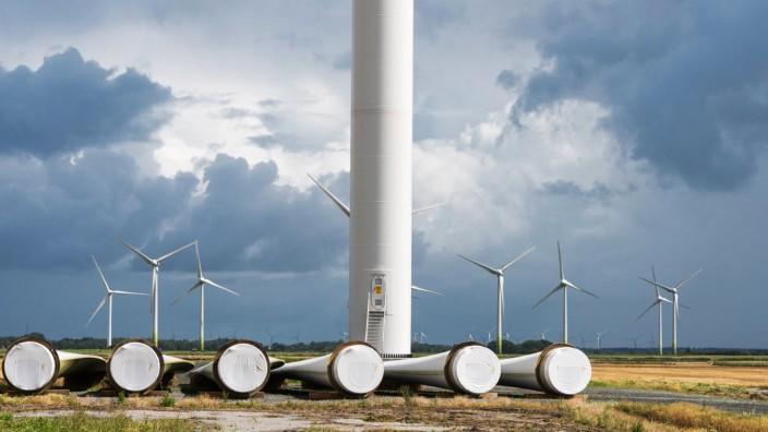 Windpark Baustelle vor dem Sturm Stuckum Reuï¬'enkËÜge Schleswig-Holstein Germany *** Wind farm construction site in front