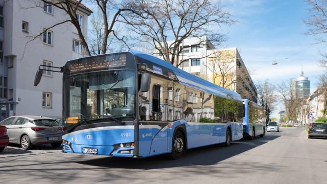 Corona-Krise in München: Die Leere in U-Bahn, Bus und Tram sorgt zwar vielleicht bei Fahrgästen für Entspannung, für die MVG bedeutet das vor allem weniger Geld.