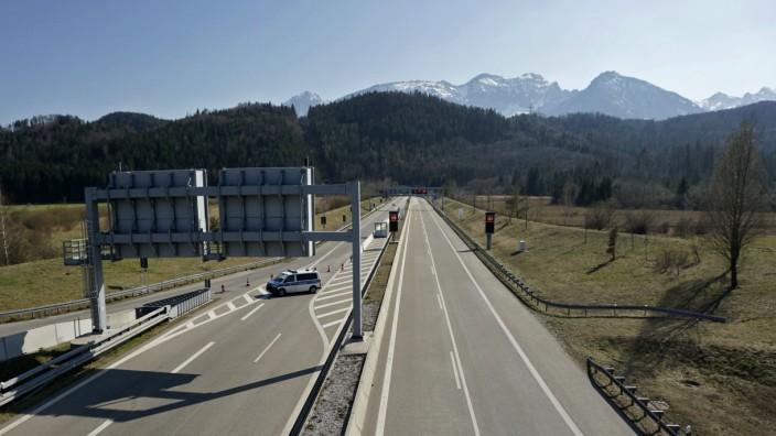 09.04.2020, Füssen im Allgäu, Negative Auswirkungen wegen Corona-Virus-Pandemie, Autobahn A7- richtung Österreich Grenz