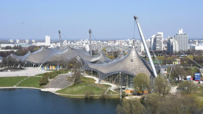 Olympiasee und Olympiahalle im Olympiapark Muenchen 08.04.20 Muenchen *** Olympic Lake and Olympic Hall in the Olympic