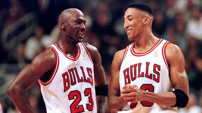 FILE PHOTO OF CHICAGO BULLS STARS JORDAN AND PIPPEN