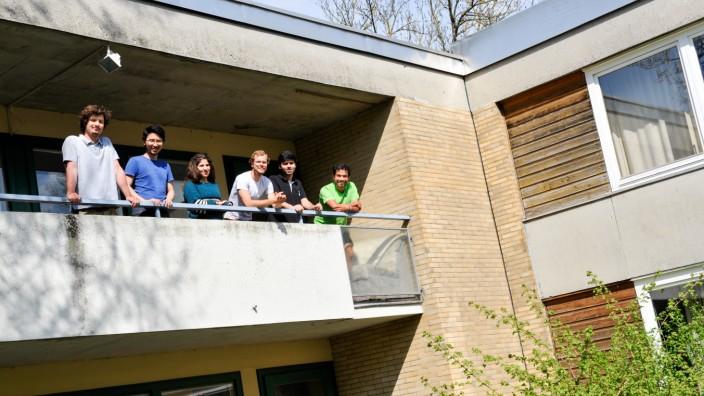 Hochschule: Moritz Eckhoff (links) steckte sich in Ischgl mit Corona an, seine Mitbewohner mussten mit in Quarantäne.