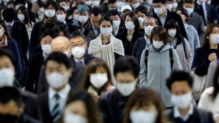 Coronavirus in Japan: Menschen mit Schutzmasken in Tokio