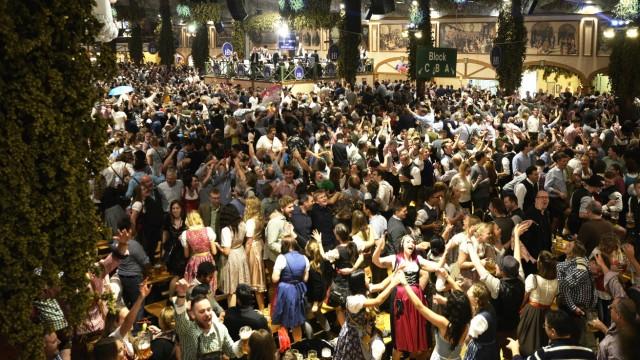 Die Wiesn finden dieses Jahr nicht statt. Typische Oktoberfest-Schmankerl können möglicherweise in der Stadt verkauft werden.