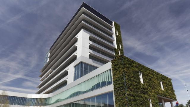Bilder der Erde Öffentliches Gebäude mit bepflanzter Fassade ökologischer Bau neues Rathaus Venlo