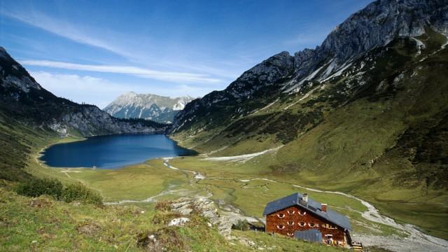 Tappenkarsee mit Tappenkarhütte in Kleinarl Salzburg Österreich Europa iblaic00929004