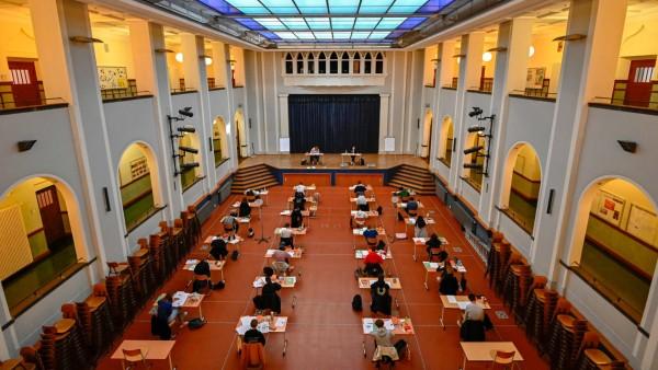 Abiturienten während einer Prüfung in Berlin