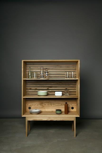 Wohnen: Das schlichte Regal Picaflor in Esche ist in seiner kompakten Größe überall einsetzbar.