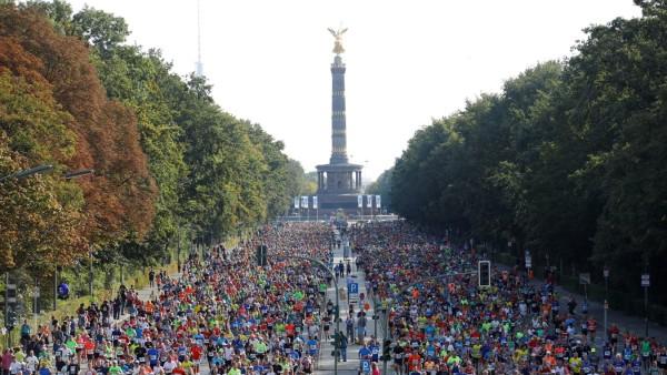 FILE PHOTO: Berlin Marathon