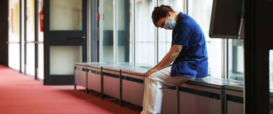 Hannover, Coronavirus, Pflegepersonal im Altenheim, Pflegekräfte am Limit: Erschöpft, überarbeitet und ausgelaugt *** Ha