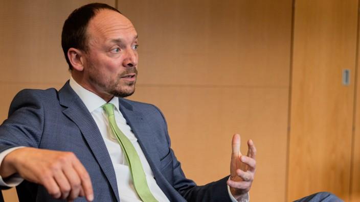 CDU-Bundestagsabgeordneter und Ostbeauftragter der Bundesregierung Marco Wanderwitz am 03. März 2020 im Gespräch mit de