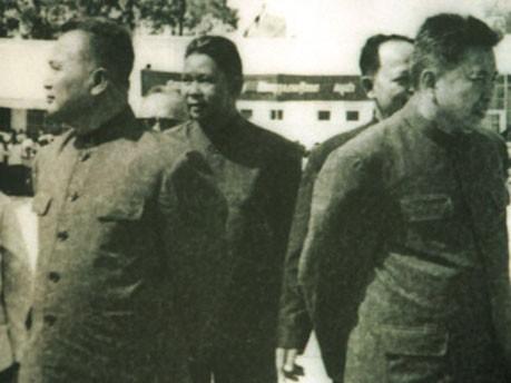 Nuon Chea, Vorn Vet, Ieng Sary (halb verdeckt) und Pol Pot, AP