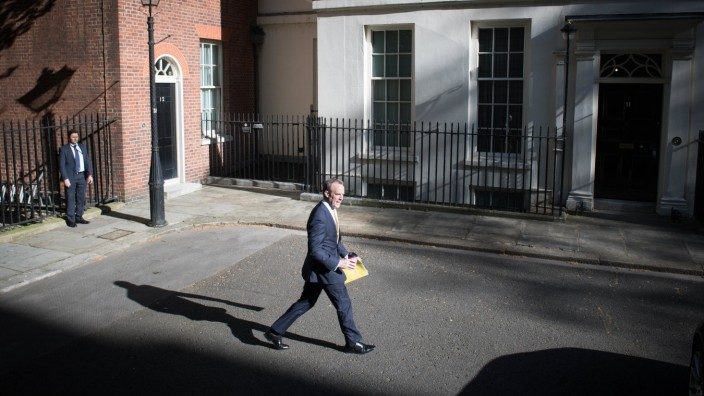 Coronavirus - Tue Apr 21, 2020 Foreign secretary, Dominic Raab arrives in Downing Street, London for his daily meeting