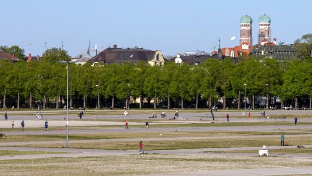 Die Wiesn Oktoberfest fällt auf Grund der Corona Krise dieses Jahr aus und die Theresienwiese bleibt leer in München / D