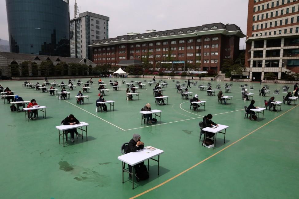 ***BESTPIX*** South Korean Students Sit For Public Exam Amid The Coronavirus Pandemic