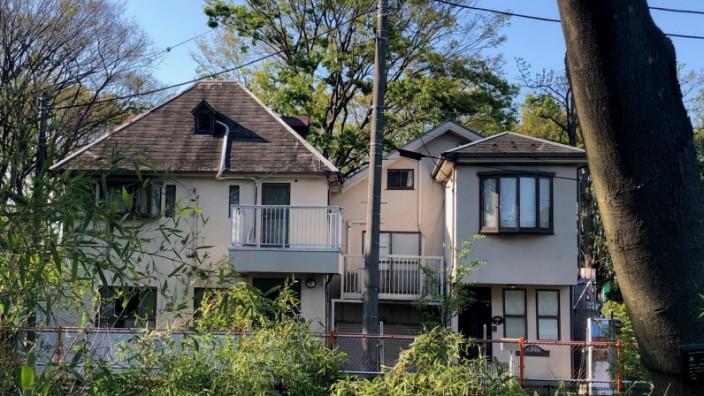 Mord-Haus im Soshigaya-Park von Setagaya, Tokio. Die rechte Haushälfte ist die, in der vor 20 Jahren die Morde passiert sind.