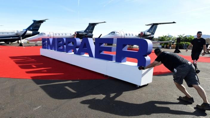 FILE PHOTO: FILE PHOTO: EMBRAER-M&A/BOEING-EU