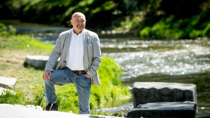 ALLERSHAUSEN - Bürgermeister Rupert Popp im neu gestalteten Ortszentrum