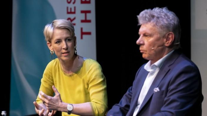 Katrin Habenschaden und Dieter Reiter bei Podiumsdiskussion der OB-Kandidaten in München, 2020