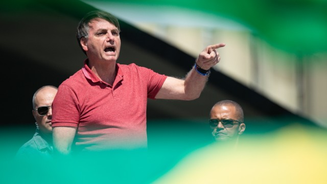 *** BESTPIX *** President Bolsonaro Speaks in Front of Sympathizers Amidst the Coronavirus (COVID-19) Pandemic