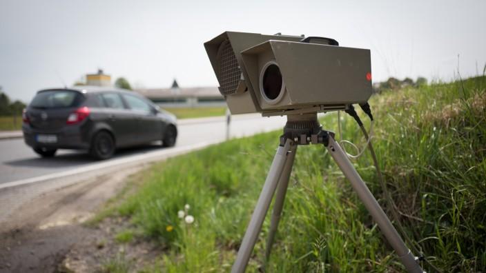ZIEGLBERG bei Moosburg: Geschwindigkeitsmessung durch mobilen Radar / Radarfalle