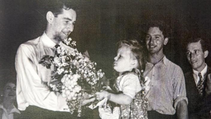 Lager für Displaced Persons in Feldafing: Leonard Bernstein dirigierte 1948 ein Konzert im Lager.