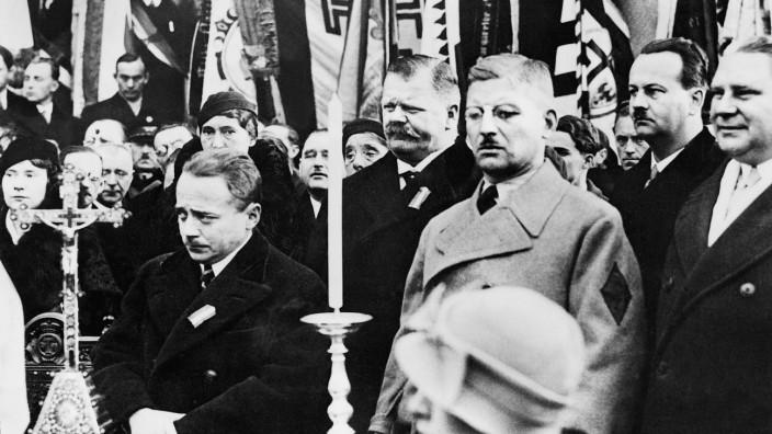 Engelbert Dollfuß und Kurt von Schuschnigg in Tulln, 1934