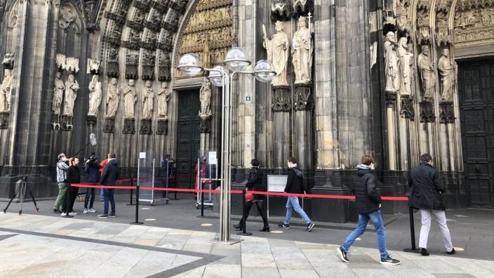 Erster öffentlicher Gottesdienst im Kölner Dom seit März