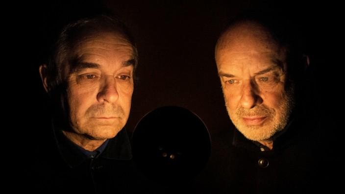 """Neues Album der Eno-Brüder: """"Ich sitze nicht den ganzen Tag in der Bücherei und wälze Partituren, und Brian ist auch nicht nur ein Technik-Nerd"""": Brian und Roger Eno."""