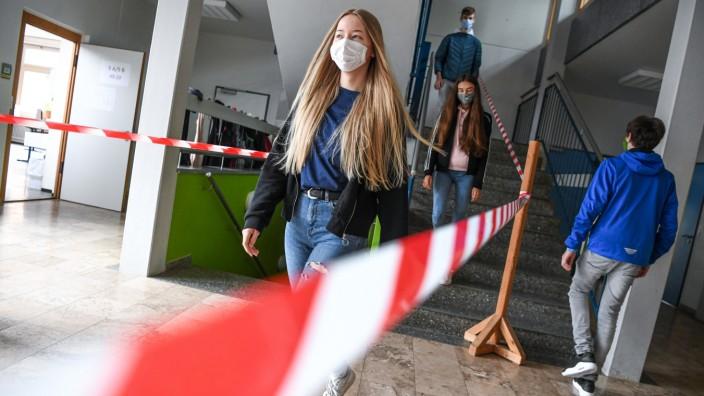 Coronavirus: Hygieneschleuse an einer Schule